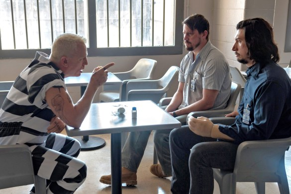Daniel Craig talking to Channing Tatum and Adam Driver in LOGAN LUCKY.